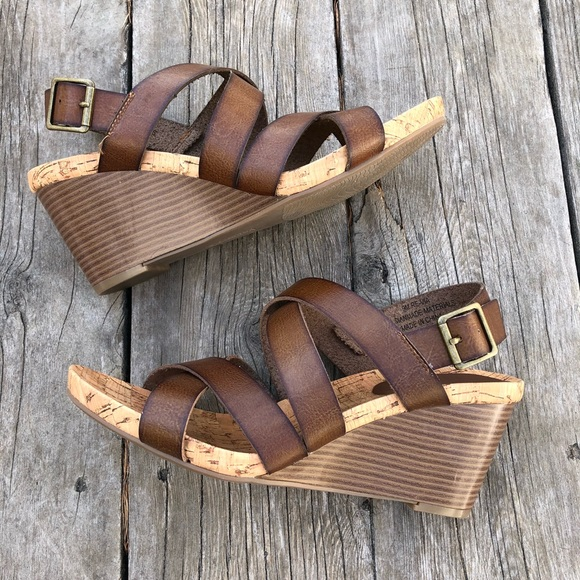 b775f3bf502e8a Relativity wedge sandals brown size 9